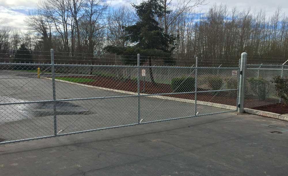 Single swing chain link gate