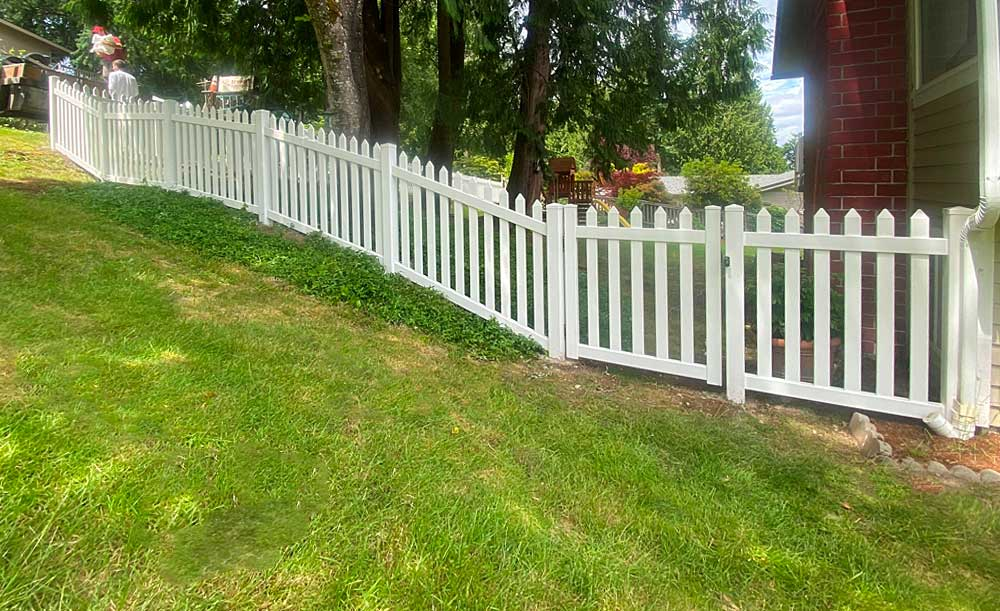 Straight Wide Picket vinyl fence with gate