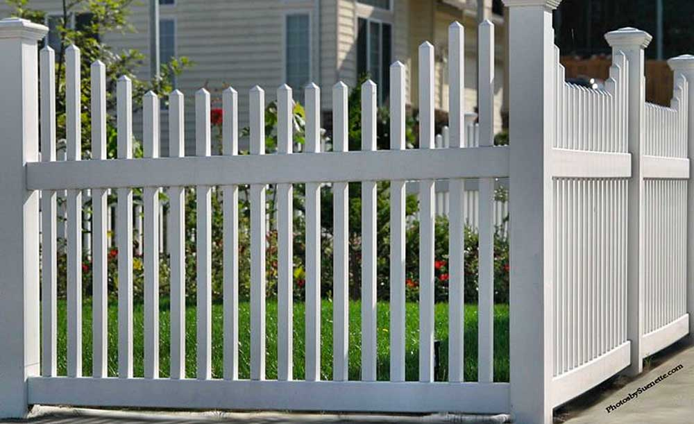 Narrow Stepped Picket vinyl fence