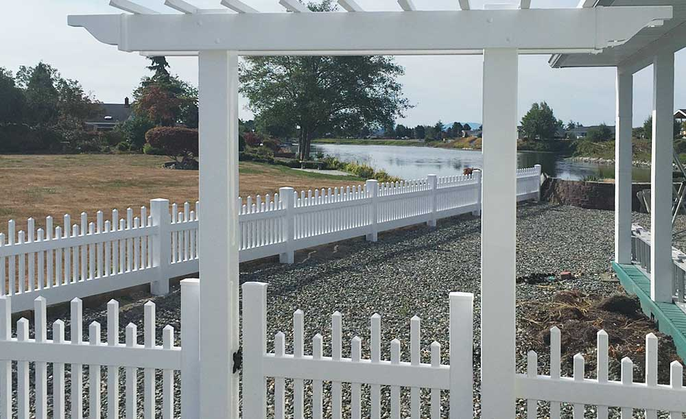 Alternating Square Picket vinyl fence with trellis