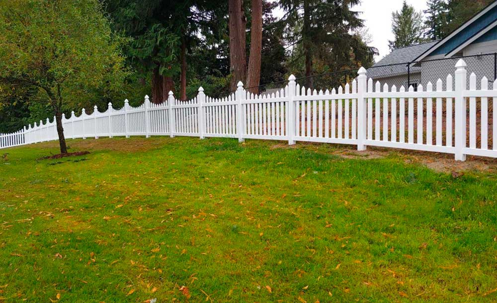 Scalloped Wide Picket vinyl fence