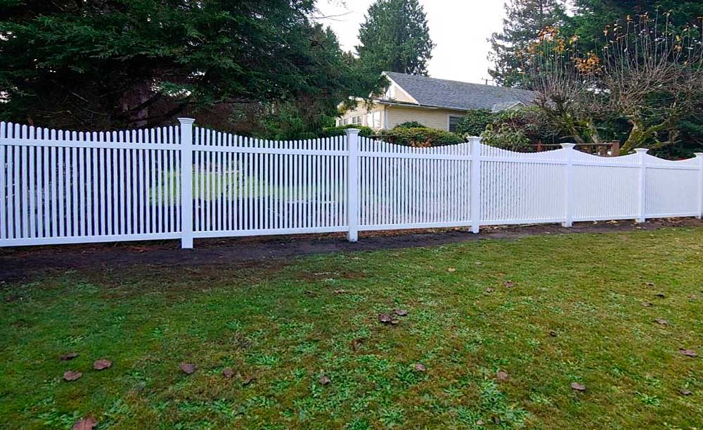 Narrow Scalloped Picket vinyl fence