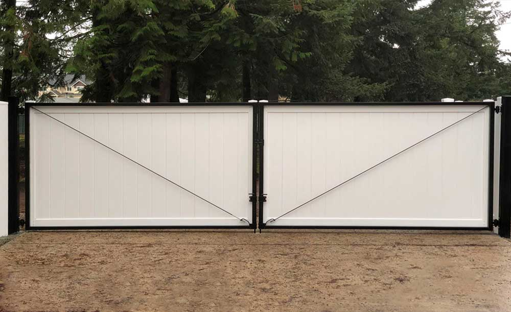 White Privacy double vinyl gate with black steel frames