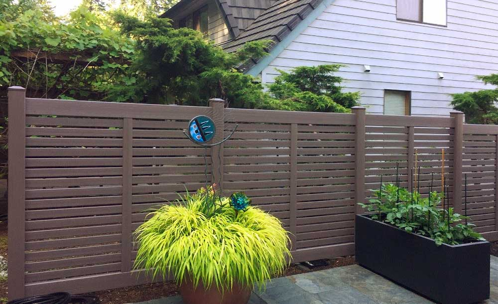 Breezewood horizontal vinyl fence