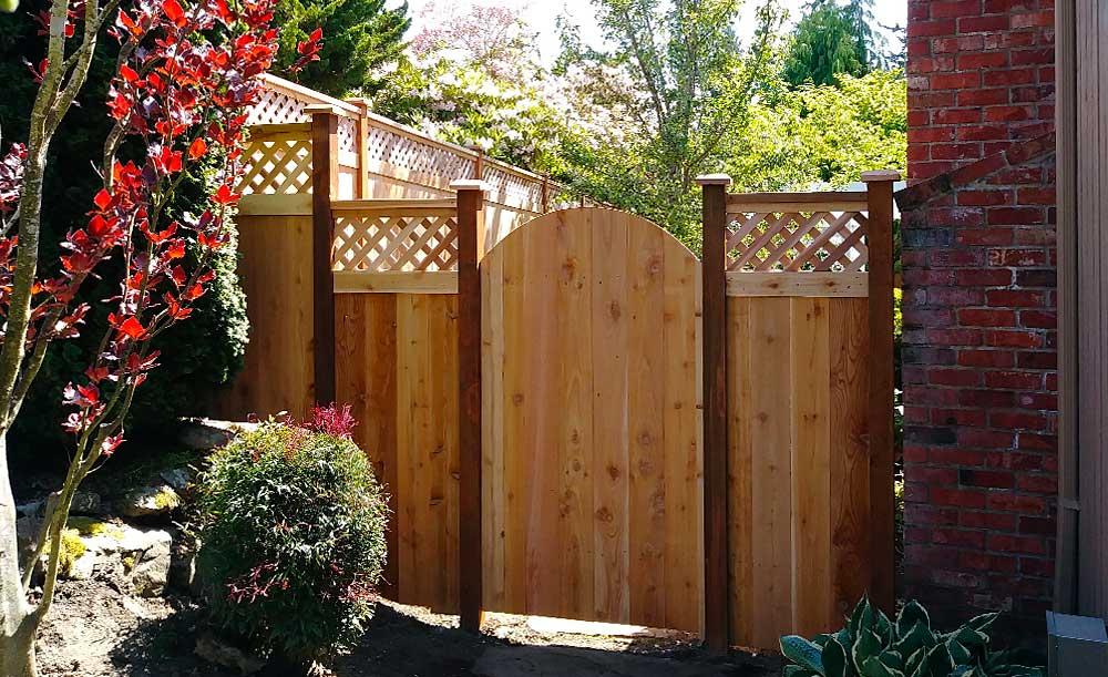 Diagonal Lattice Top cedar fence with crown top gate