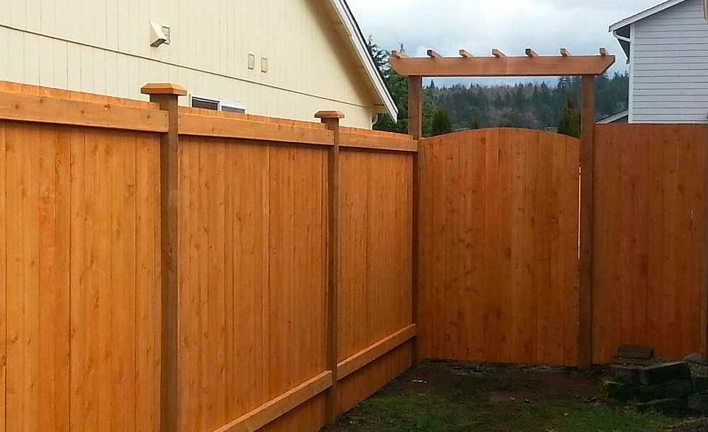 Estate style cedar fence with crown top gate and trellis