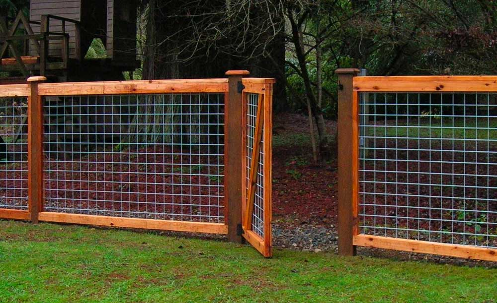 Hi-Fi cedar framed style fence with galvanized panels and single gate
