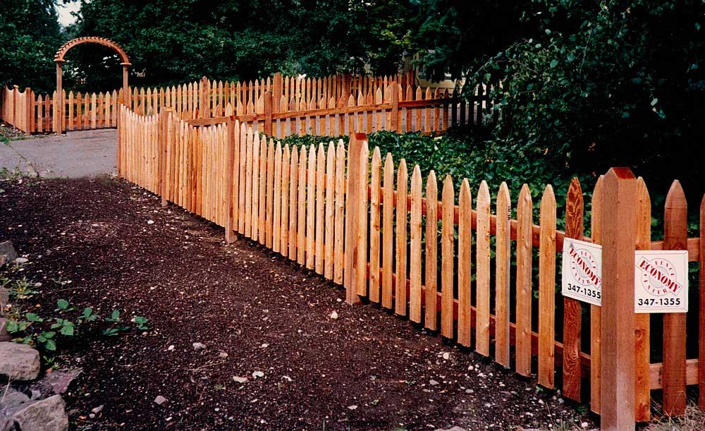 Gothic Picket cedar fence