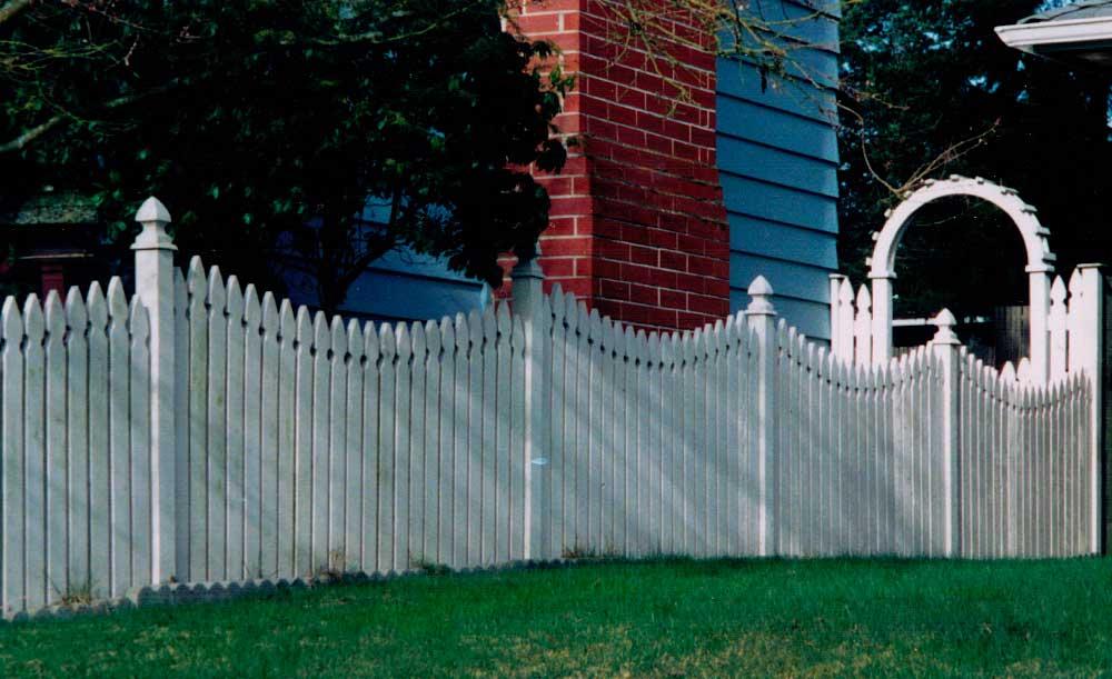 French-Gothic Picket cedar fence