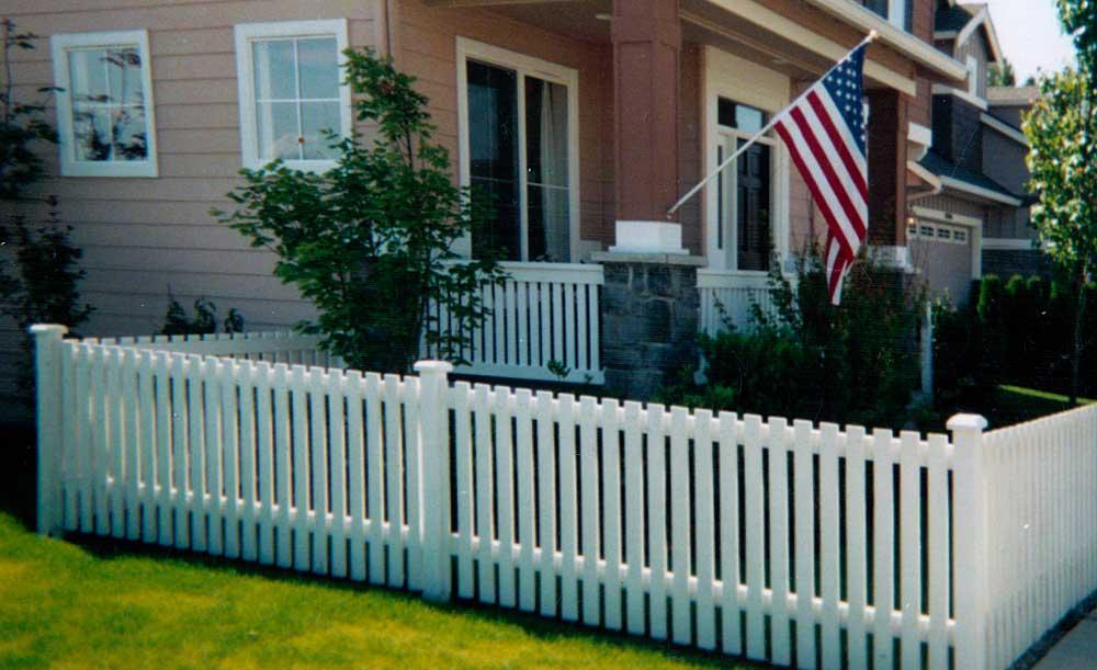 Flat-top Picket cedar fence