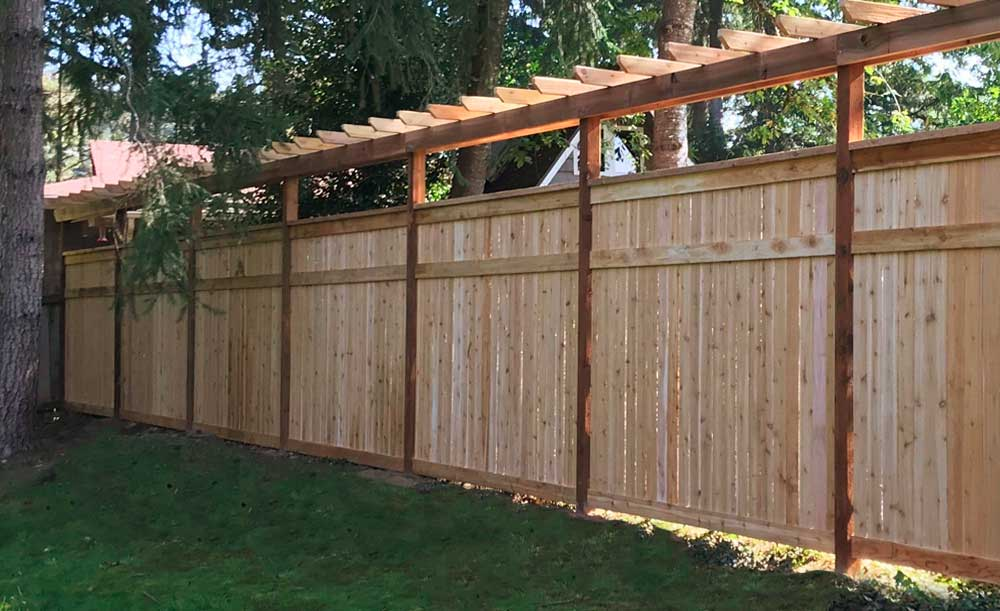 Hampton style cedar fence with trellis